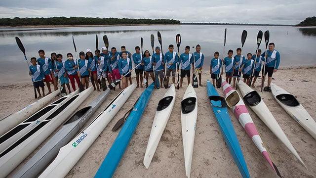 Programas esportivos melhoram autoestima de jovens indígenas